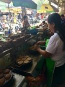 Tomohon - marché - délicieux gateaux au sucre de coco