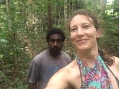 Beser bay - marche vers la grotte dans la jungle